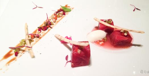 Atún rojo en crudo al balsámico de minestrone fría de verduras, infusión de manzana verde y sorbete de albahaca