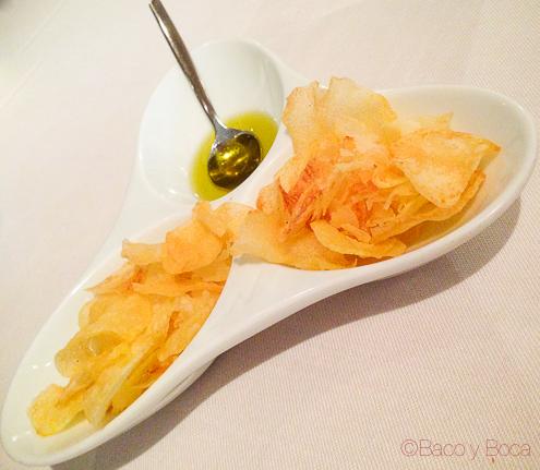 Aperitivo patatas chips y aceite Tunel en Marc Palou