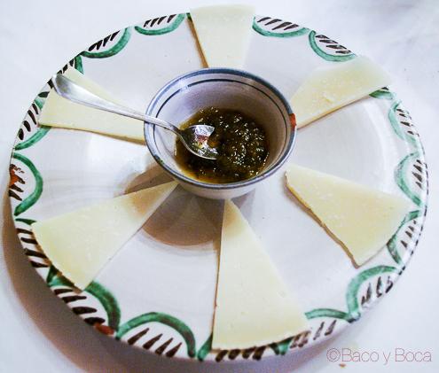Surtido de quesos con mermelada de calabacin y jengibre restaurante alcazaba albarracin