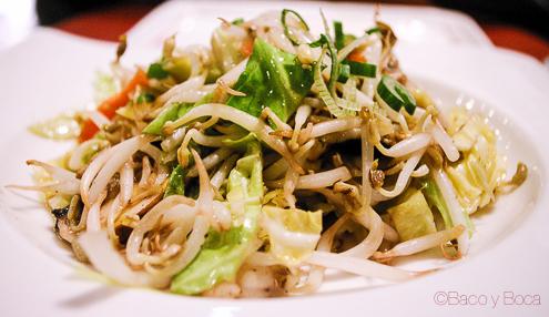 Wok de verduras en Bun Sichi restaurante japones barcelona pasaporte time out