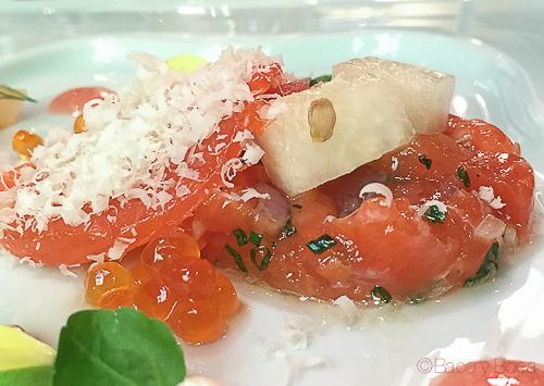 Salmon skrei de Alaska marinado con melon ensalada y almendras Rota Das Estrelas nectari baco y boca