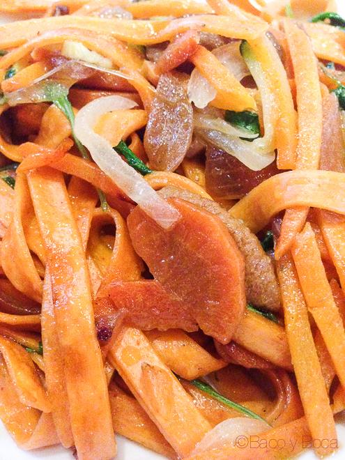 Detalle Tallarines de tomate con escabeche de ceps y burrata Dos Torres restaurante Barcelona