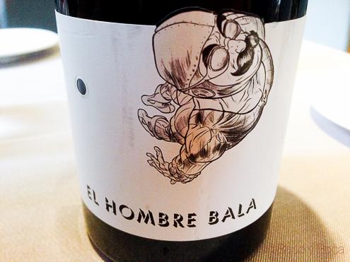 El hombre Bala vino Dos Torres restaurante Barcelona