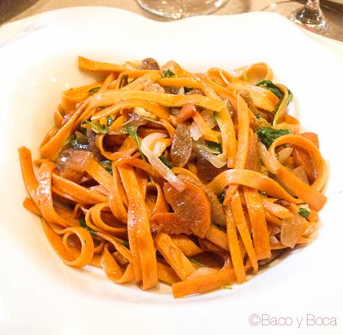 Tallarines de tomate con escabeche de ceps y burrata Dos Torres restaurante Barcelona