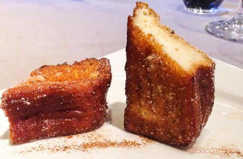 Torrija de Brioche con Helado Artesano de vainilla Dos Torres restaurante Barcelona