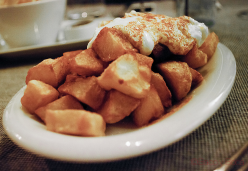 Patatas Bravas en El filete Ruso Restaurante Barcelona