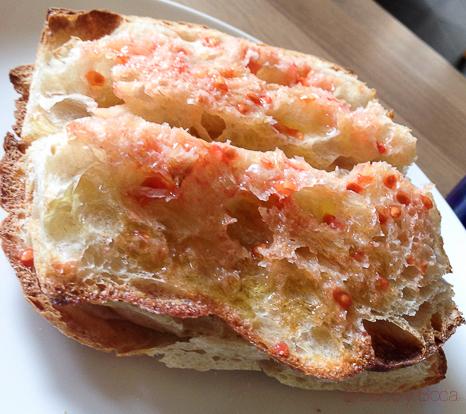 pan de coca con tomate El Bar Baco y boca