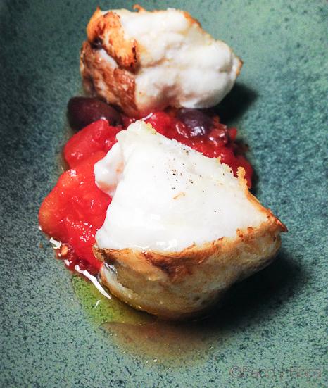 rape a la plancha tomate dulce y olivas Kalamata Hotel Alma Barcelona bacoyboca