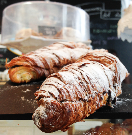 croissants chocolate barra Giulietta Cafe Baco y Boca