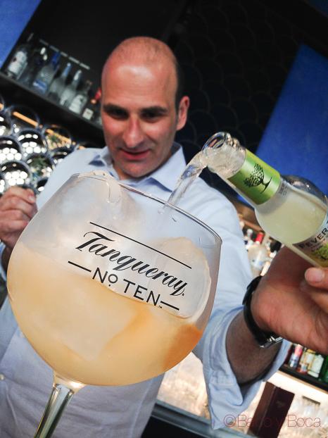 preparacion Gin Tonic Tanqueray n 10 ocean club baco y boca