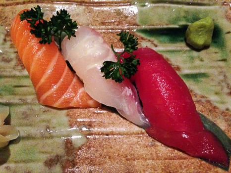 Nigiris de atun salmon y pescado blanco Shibui Barcelona baco y boca