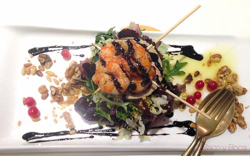 Ensalada tibia frutos rojos, langostinos y foie Bilbao Berria Illa baco y boca